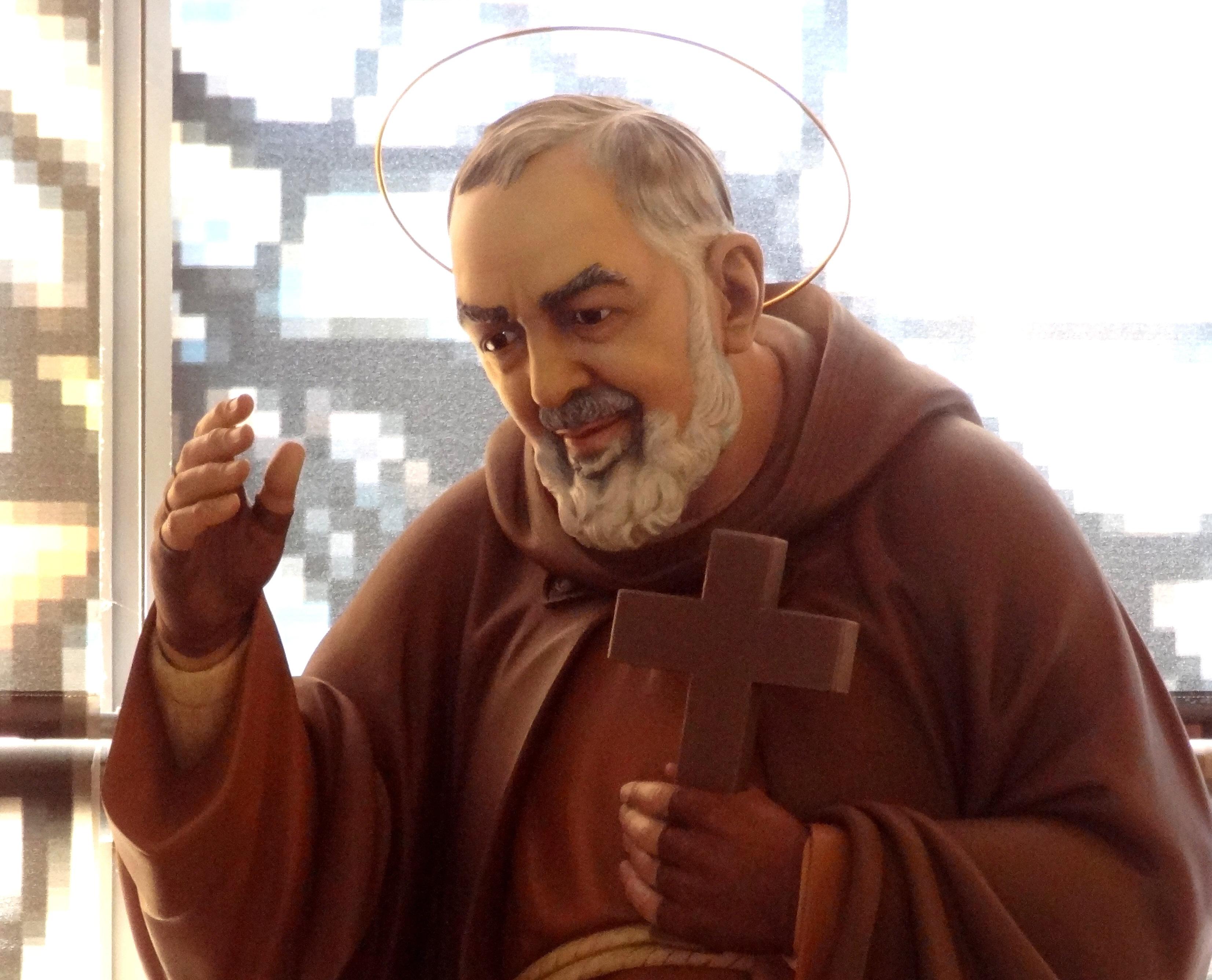 Statue Padre Pio centre -sept 2013